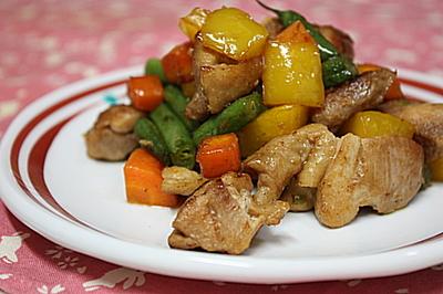 チキンとちょっぴりスパイシー野菜