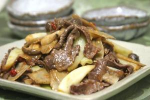 牛肉と牛蒡の唐辛子味噌炒め