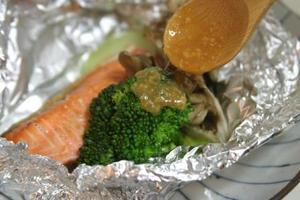 鮭のホイル焼_味噌ソース