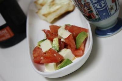 アボガドとトマトの豆腐サラダ