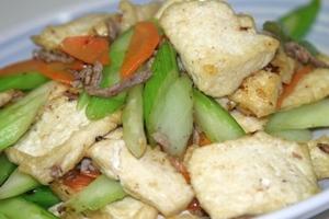 揚げ豆腐とセロリの炒め物